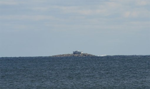 Boat-on-island-2